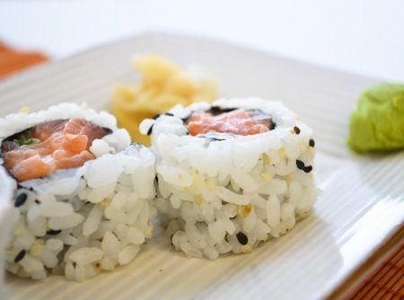 Uramaki Filad�lfia - Veja mais em: http://www.cybercook.com.br/receita-de-uramaki-filadelfia.html?codigo=16983