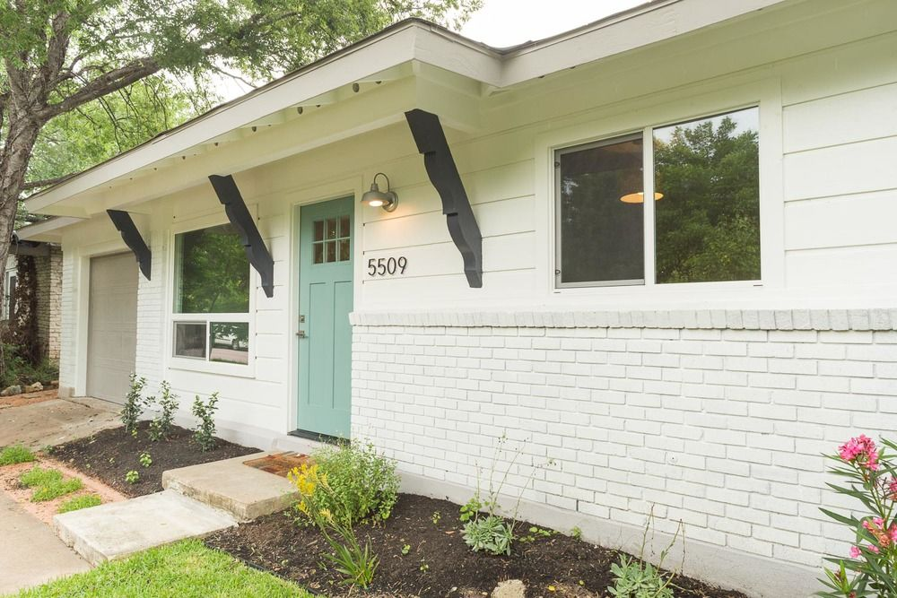 Brick And Siding Rancher Curb Appeal Makeover With Paint Painted Brick House Rancher Homes Exterior House Remodel