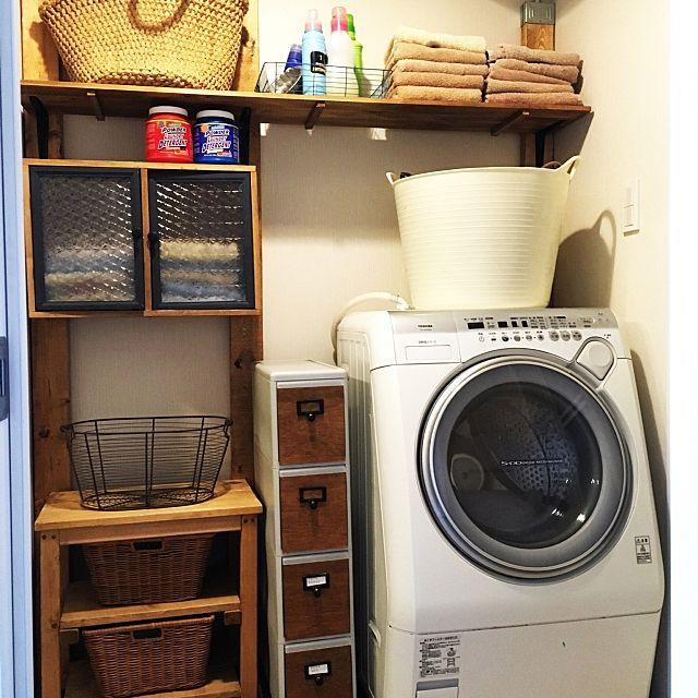 女性で、3LDKのトゥシェ/PILLAR BRACKET/タオル収納/タオル/洗面所/DIY…などについてのインテリア実例を紹介。「我が家にもトゥシェさんのサンプリングきました。ヤッホー!と思いきや、洗面所やばい…(^_^;)焦って改装しましたよ。」(この写真は 2016-03-21 15:55:59 に共有されました)