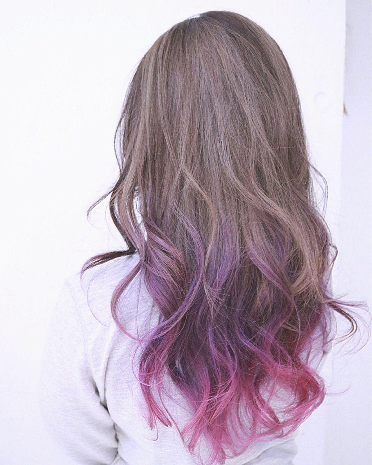 クリアベージュの毛先をパープルからピンクのグラデーションにした