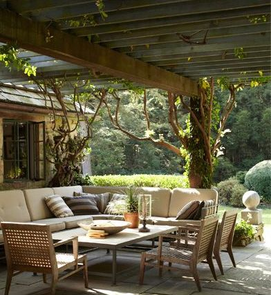 terrasse naturelle sous pergola en bois balcon jardin. Black Bedroom Furniture Sets. Home Design Ideas