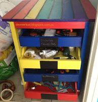 Tools storage. Cajonera reciclada para guardar las herramientas. Pintada con acrílico y pintura pizarra.