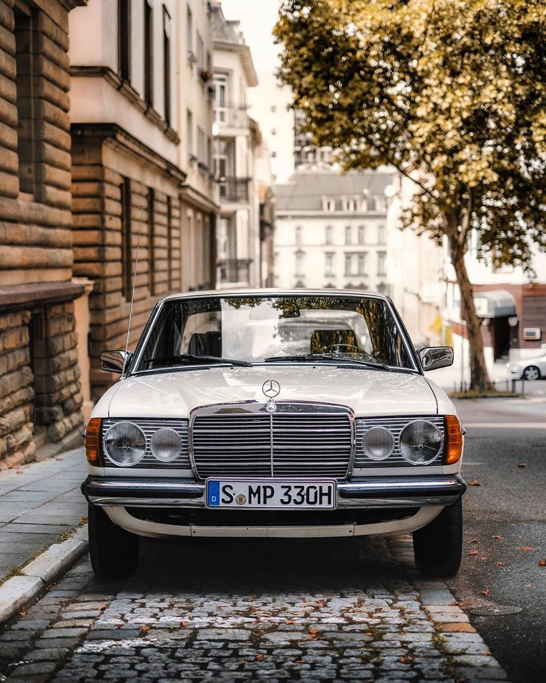 Good Morning Love The Connection Between Architecture And Mercedes Grille And Lights Pattern P In 2020 Mercedes Benz Classic Classic Mercedes Mercedes Benz World