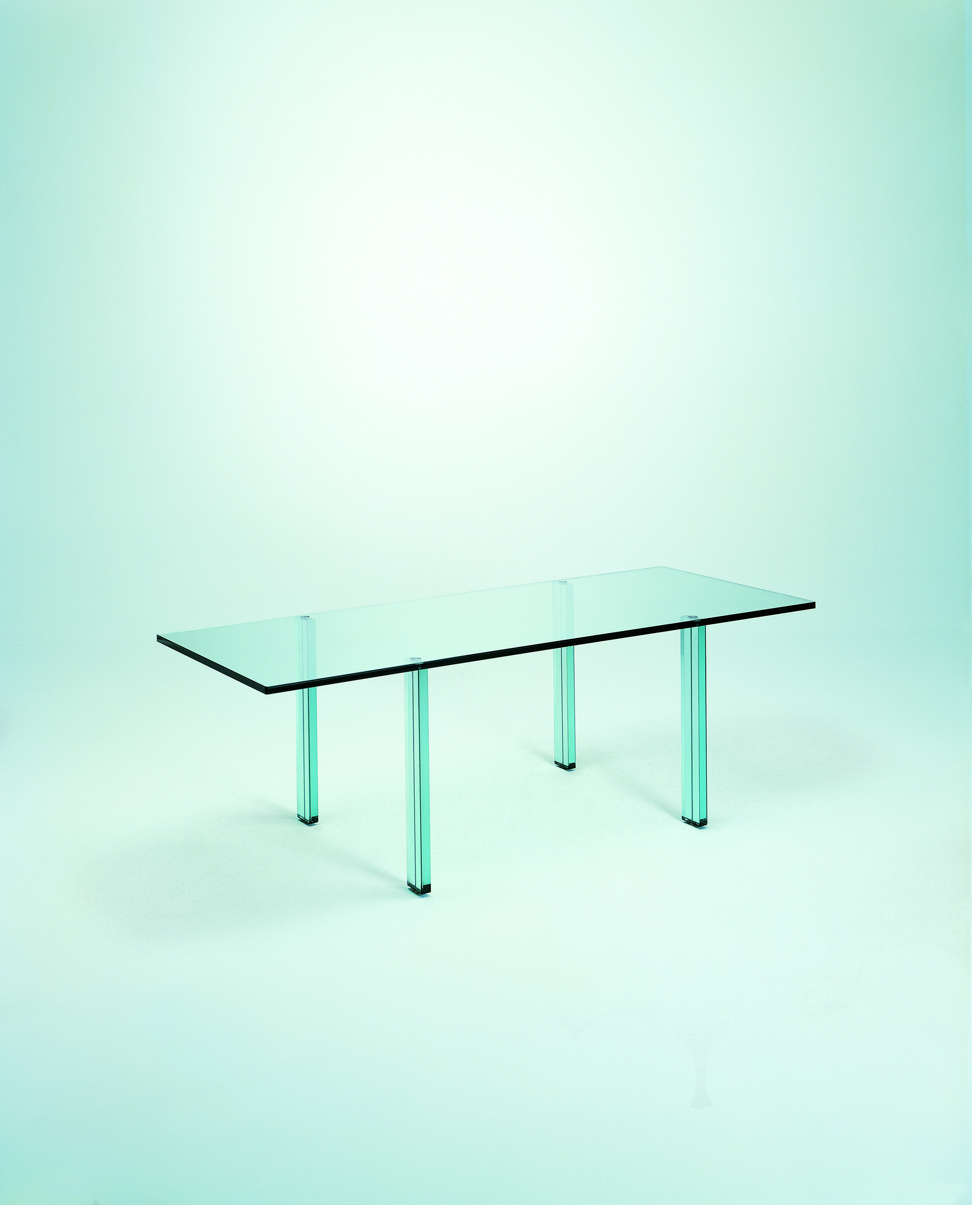 Renzo piano made his design debut with a coordinated line of furnishing systems for fontanaarte