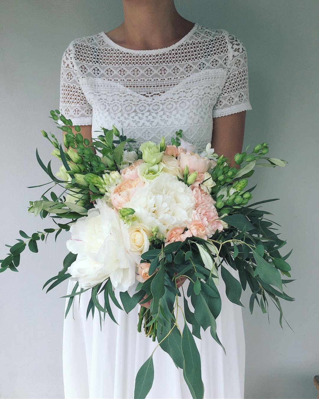 No I Juz Koncoweczka Czerwca Kwiaty Bukiet Bukietslubny Czerwiec Piwonie Wedding Dresses Lace Wedding Dresses Dresses