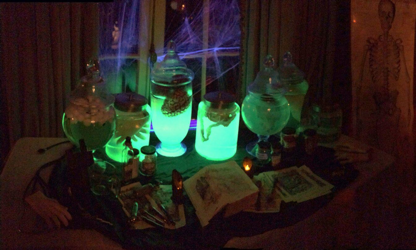 halloween, glow in the dark Halloween decor, body parts, Halloween - glow in the dark halloween decorations