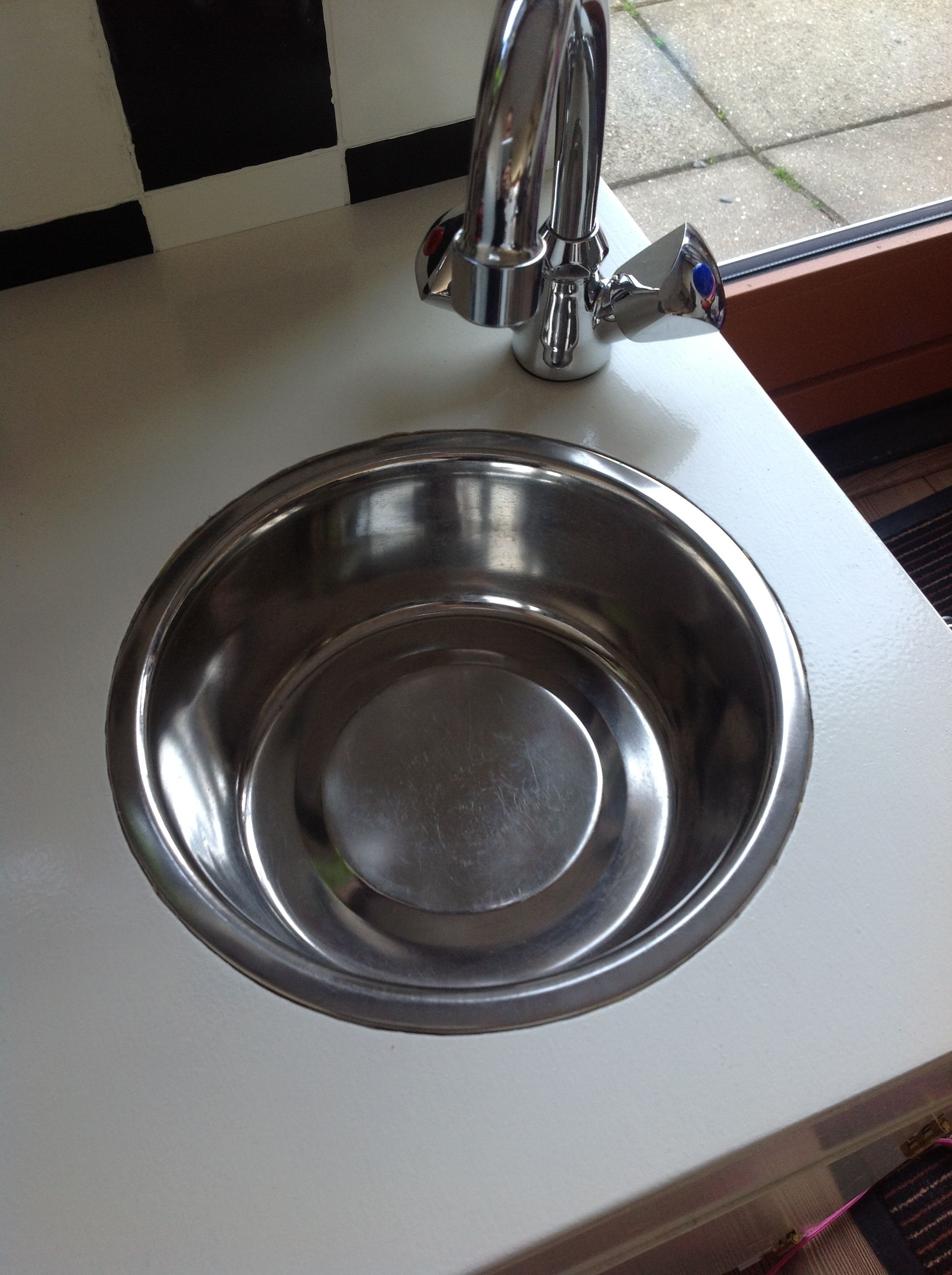 Wasbak In Een Keukentje Grote Honden Drinkbak Zo Blijven De Kosten Laag En T Resultaat Is Prachtig Zelf Speelgoed Maken