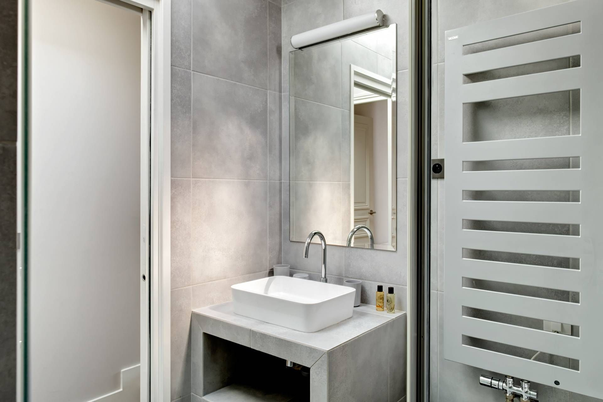 Having a French stay in modern style bathroom.  More information on our website.   #Paris #apartment #decoration #bathroom #travel