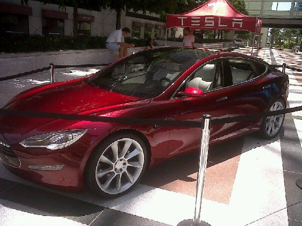 2012 Tesla Model S Production Electric Large Car Made In Fremont California Over 25 000 Sold 63 570 After Feder Electric Cars Car The Past
