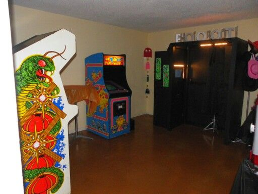 Arcade Room For 80 S Birthday Party This Would Be Awesome With Images Arcade Room Video Game Party 80s