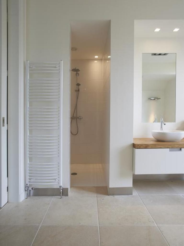 Badezimmer dekor rund um die wanne inloopdouche mooie combi wand en vloertegels  badkamer