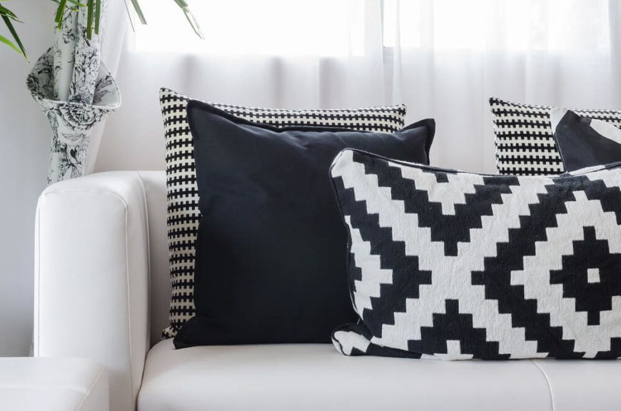 35 Sofa Throw Pillow Examples Sofa Decor Guide Home Stratosphere In 2020 Black And White Cushions White Sofa Pillows Black Throw Pillows