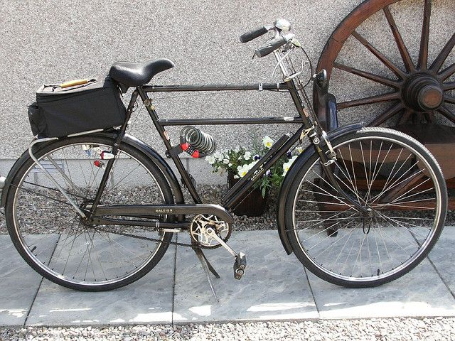 Raleigh Police Bicycle 1960 Uk With Double Crossbars Historical Information Below Bicycle Antique Bicycles Vintage Bikes