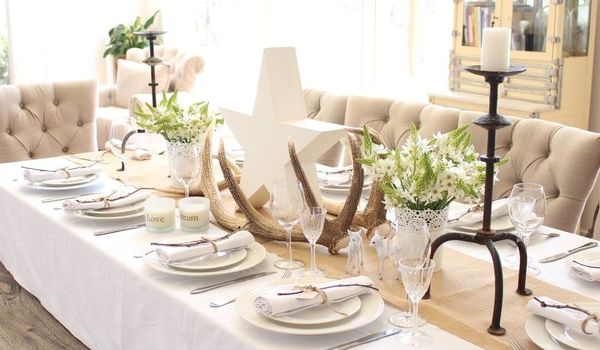 10 Tips For A Beautiful And Inviting Dining Table Set Up Home Design Lover Christmas Dining Table Christmas Dining Table Decor Dinner Table Decor