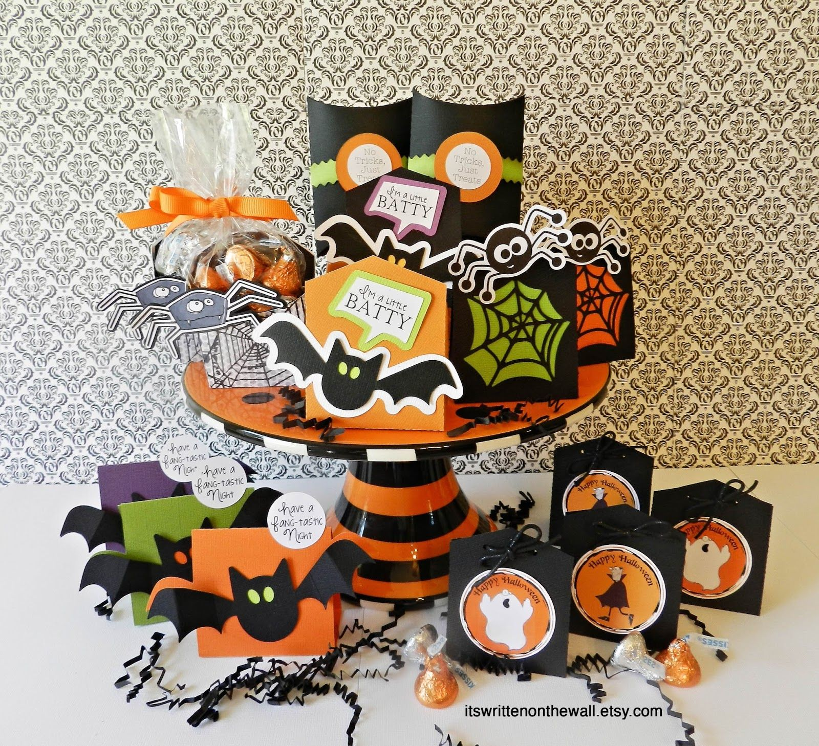 Halloween classroom crafts - It S Written On The Wall Lots Of Halloween Treat Boxes For Party Favors Classroom
