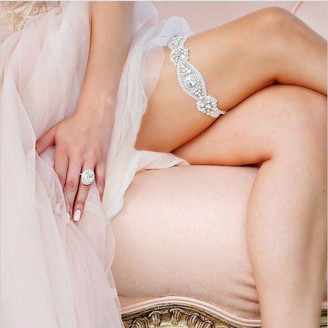 Sweet sweet sparkles, feast your eyes on this garter. PC: @ragartistry #garter #weddingchicks #wedding #sparkle