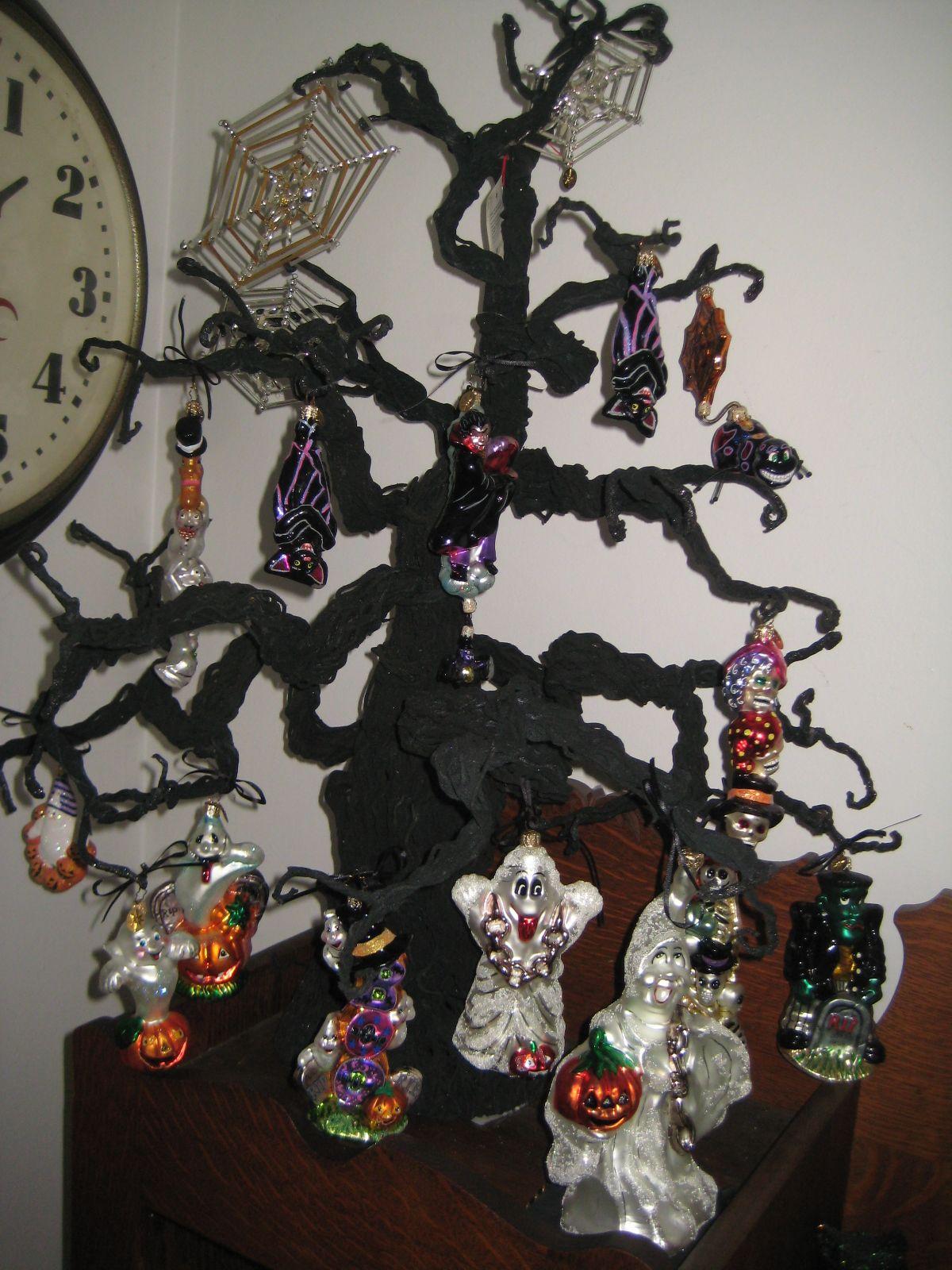 Halloween tree decorating with christopher radko