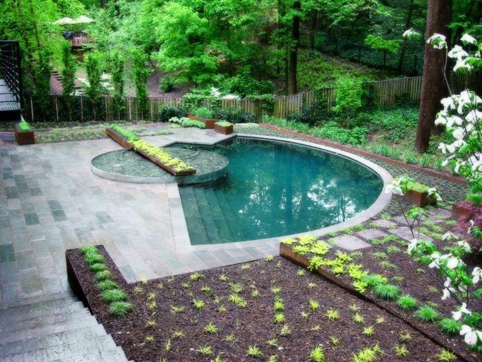 Außenbad im Garten naturbelassen gestalten-Ideen für - garten mit pool gestalten