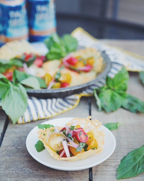 Cheddar tomato salad cups and @drinkpalmbreeze Pineapple Mandarin Orange make a great summer combination! #VacayEveryDay #DrinkResponsibly #ad