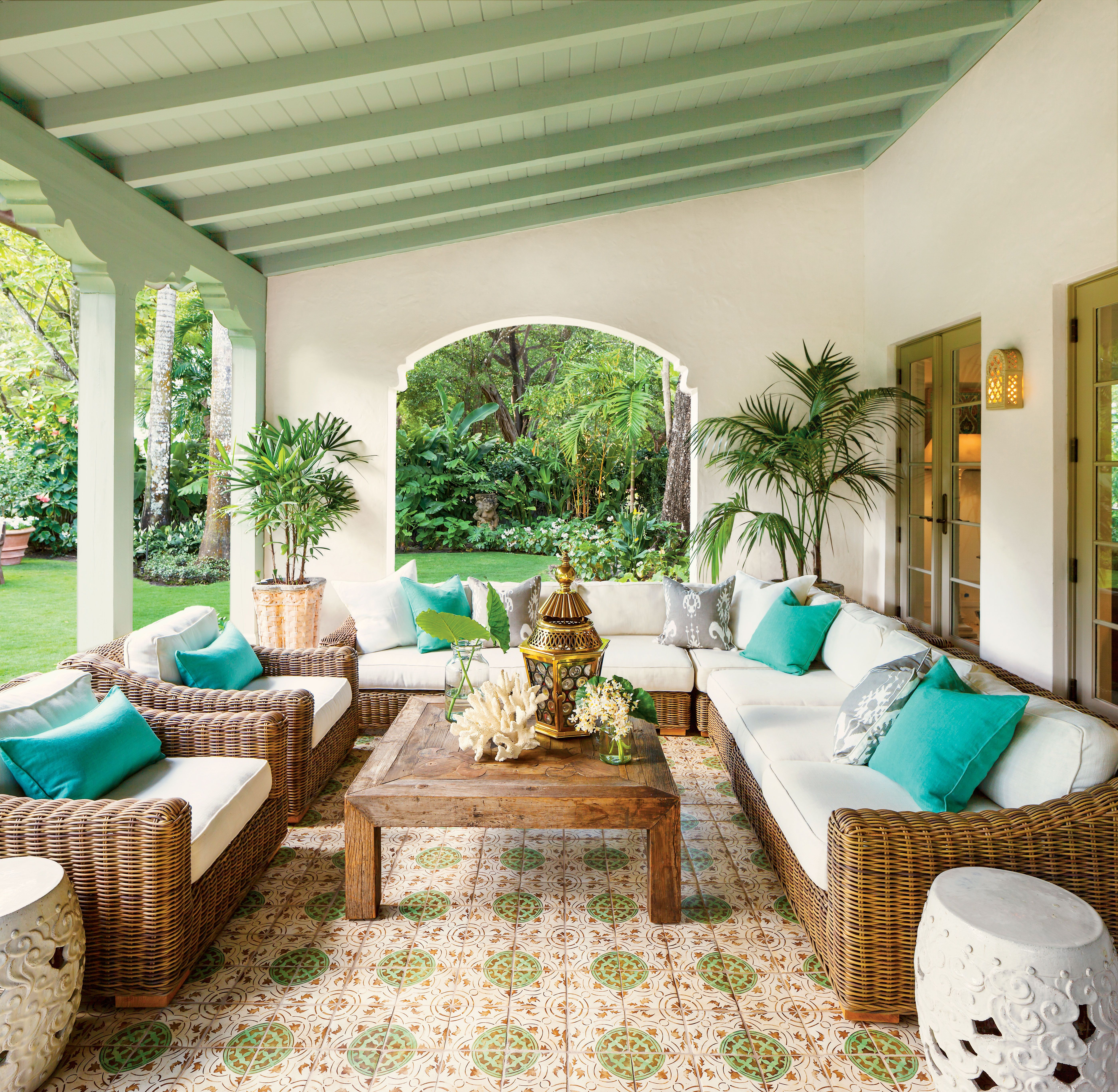 spanish style luxurious loggia home in 2019 terrace design rh pinterest com spanish style outdoor patio furniture