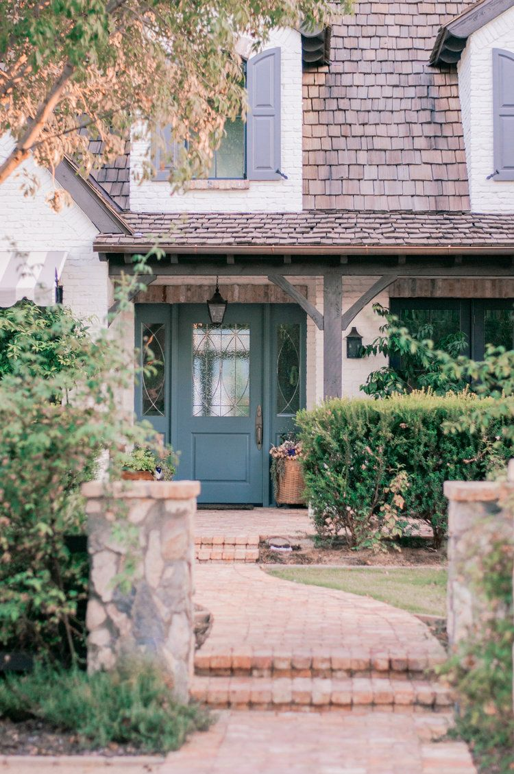 Top Phoenix Life And Style Blogger Love And Specs Cottage Exterior Cottage Style Homes Contemporary Farmhouse Exterior