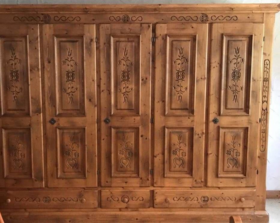 Großer Wohnzimmerschrank ~ Wunderschöner großer schrank vollholz mit einem wäschefach.u003cbr