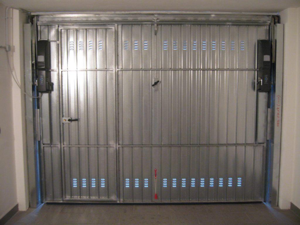Porta basculante nel garage motorizzata - Basculante con porta pedonale prezzo ...
