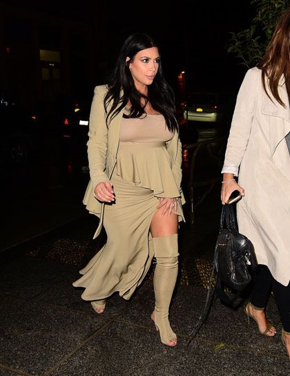wolipop.com - Kim Kardashian Buat Dress Ketat Warna Kulit Jadi Tren Busana Hamil