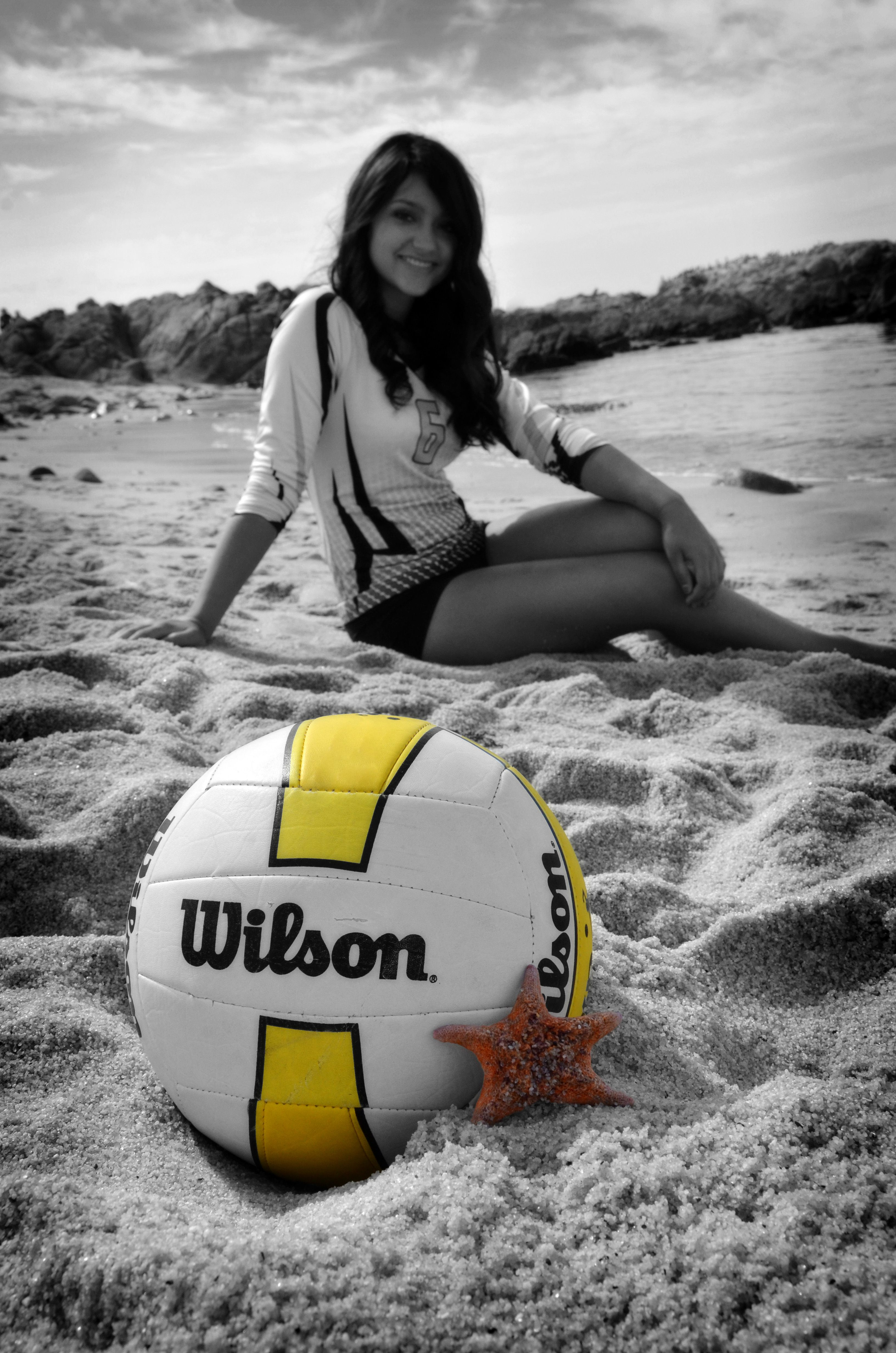 Volleyball Portrait At The Beach Photo By Myle Collins Mylestone Photography Senior Portrait Volleyball Photography Volleyball Senior Pictures Volleyball Poses