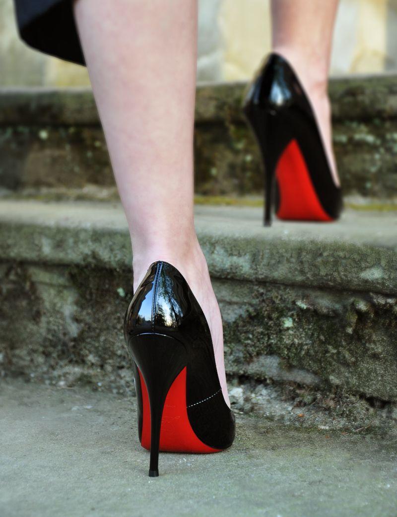 die schuhe mit der roten sohle fashion shoes red. Black Bedroom Furniture Sets. Home Design Ideas