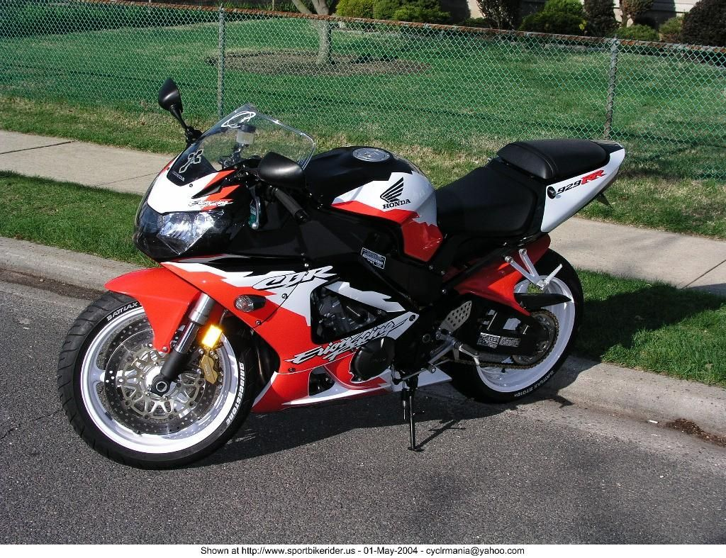 medium resolution of honda cbr 929 rr erion racing with the black front fender replaced with a red rc51 type