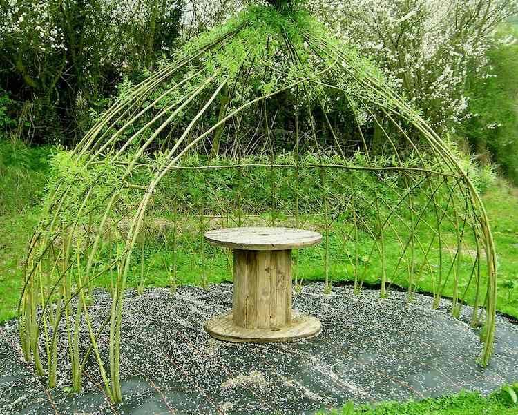 Structure végétale en saule tressé – 20 idées de déco de jardin ...