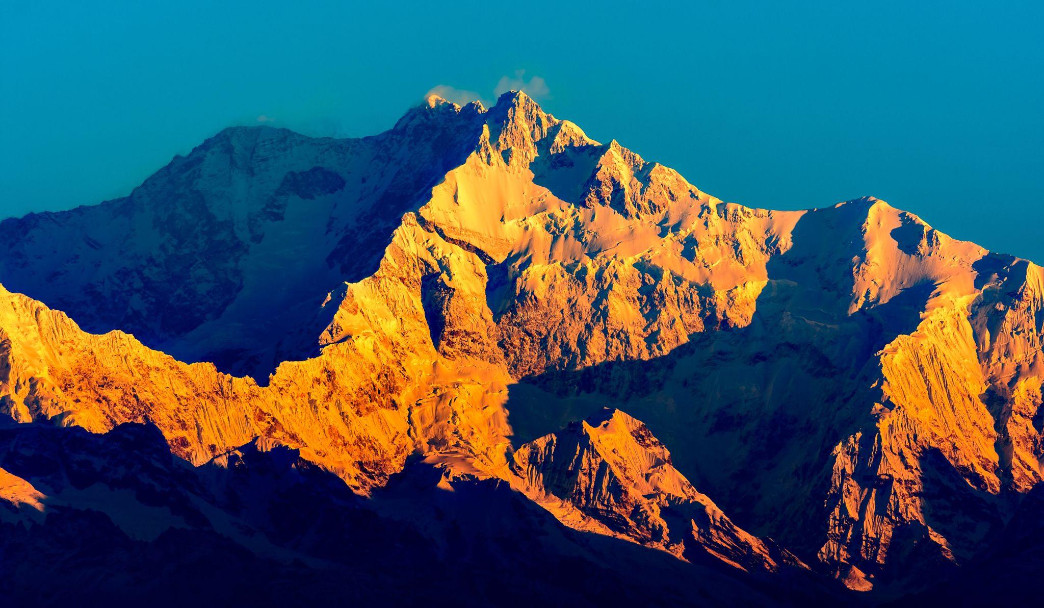 Sunrise at Kanchenjunga range of Himalaya   Himalayas, Sunrise, Nepal trekking