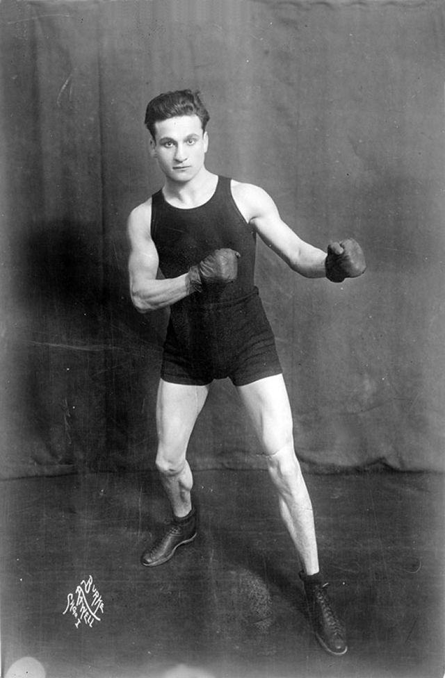 Boxing In The Early 20th Century 22 Vintage Snapshots Of Boxers From Between The 1900s And 20s Vintage Muscle Men Vintage Boxer Boxing Posters