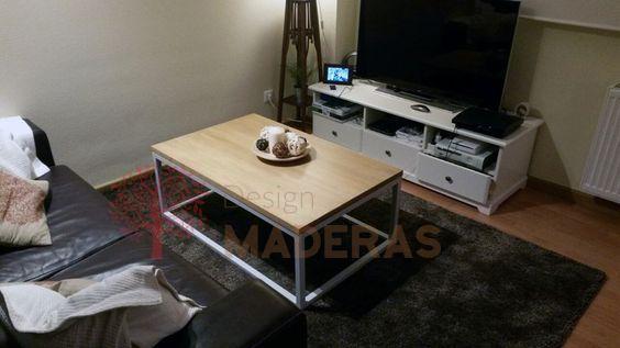 Mesa de centro de madera de pino, con estructura blanca barnizada de blanco mate.