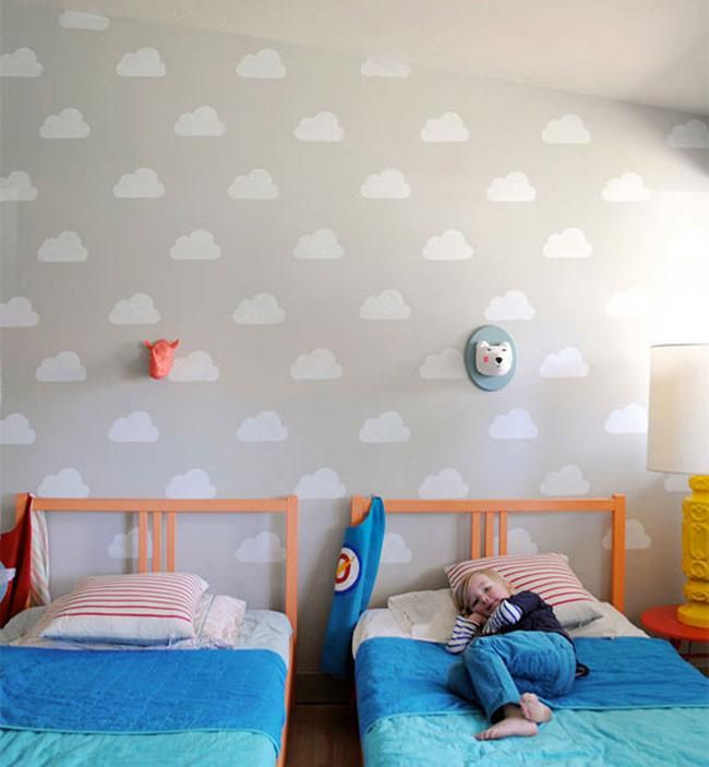 Pinta nubes en las paredes de un dormitorio infantil - Pintar dormitorios infantiles ...