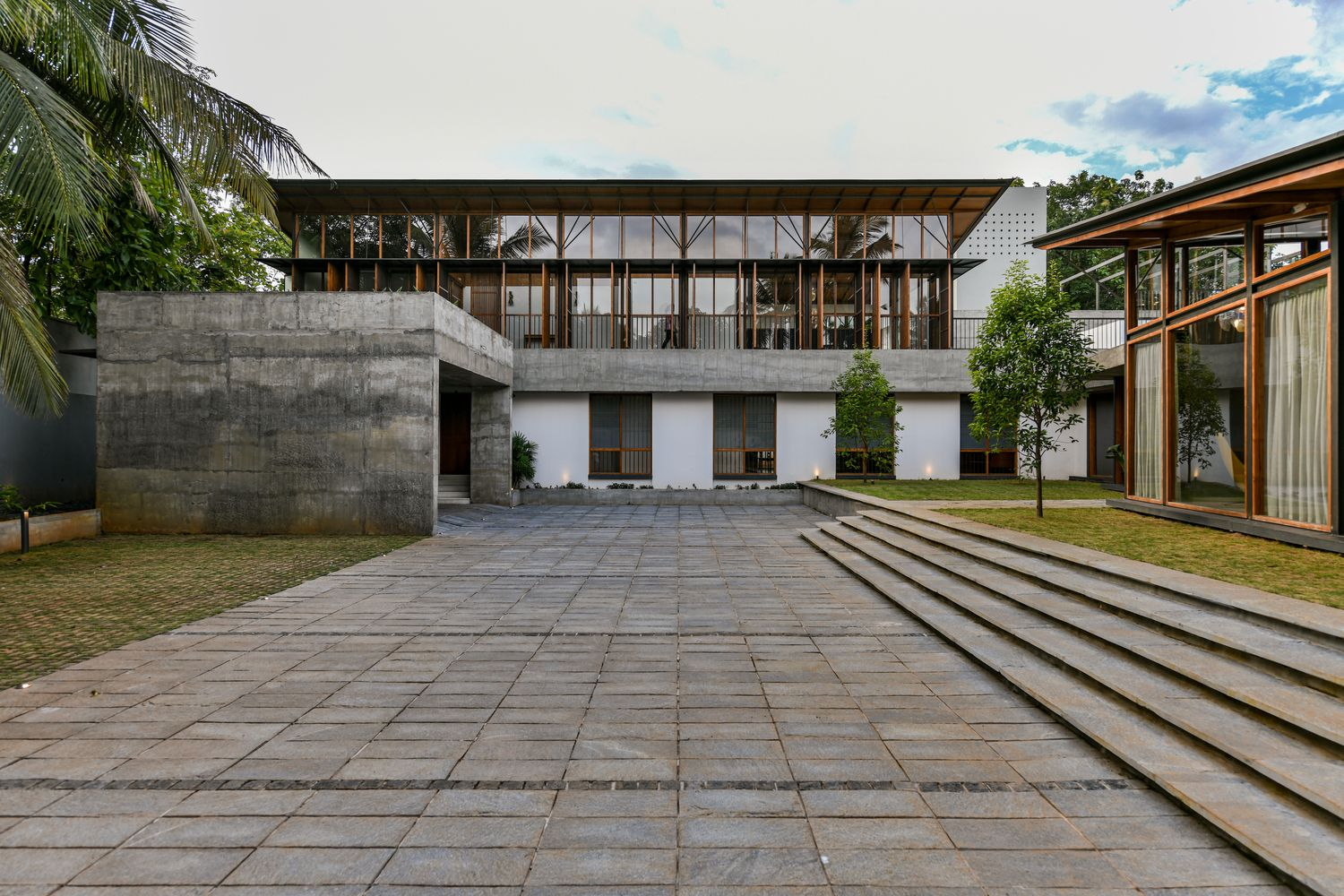 Gallery of The Skew House / Thought Parallels 6