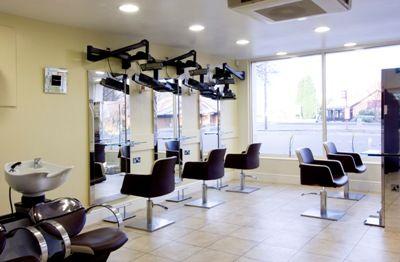 Decoracion de peluquerias buscar con google peque for Decoracion de peluquerias
