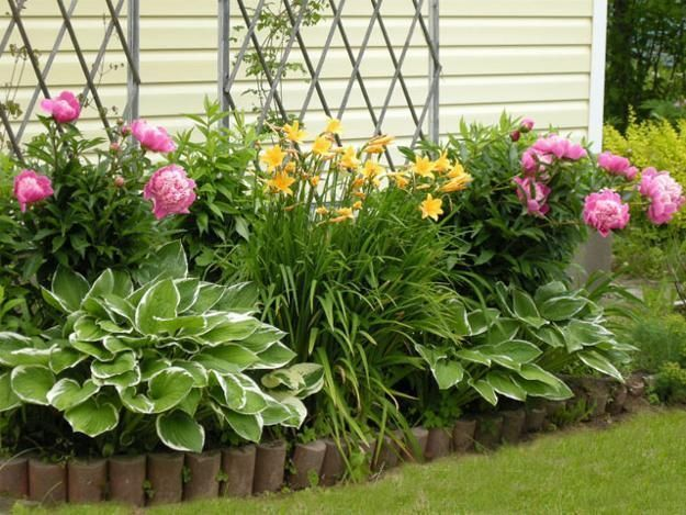 Beautiful Flower Beds Adding Bright Centerpieces to Yard Landscaping and Garden Design yard landscaping and backyard designs with flower beds - lots of different design ideasyard landscaping and backyard designs with flower beds - lots of different design ideas
