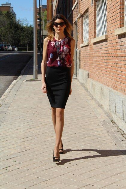 My floral print dress | Tres Chic #fetishpantyhose #pantyhosefetish #legs #heels #blogger #stiletto #pantyhose #collant #tan