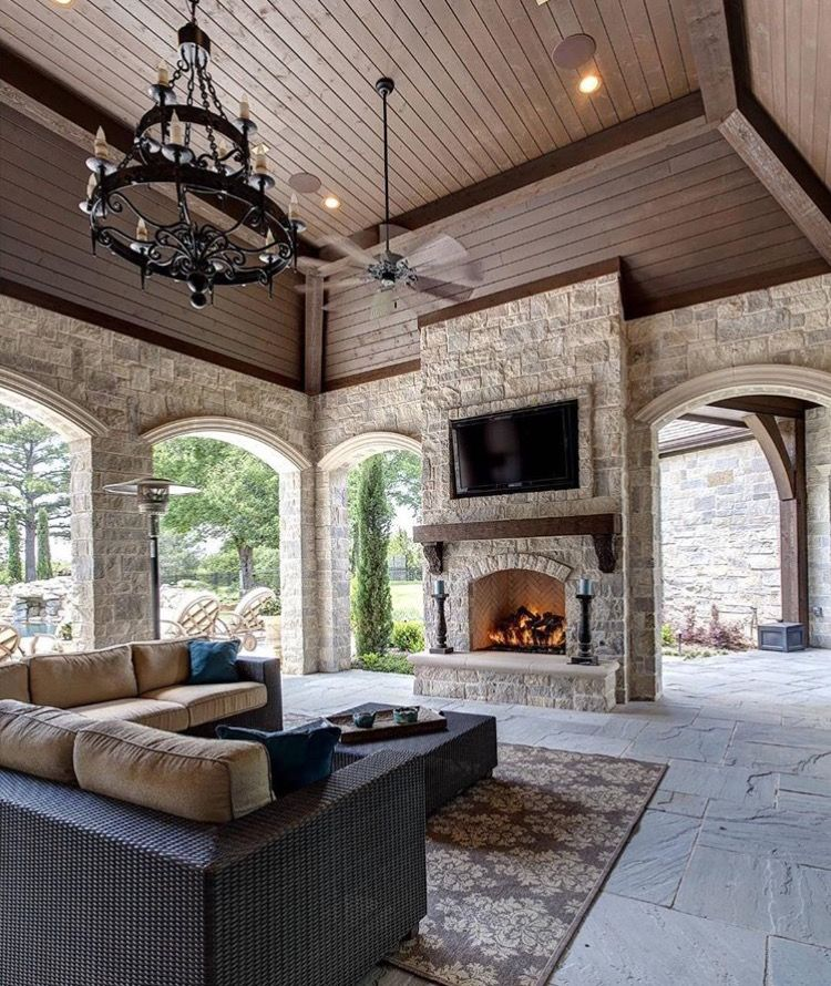 Beautiful Lanai Covered Porch Outdoor Living Room