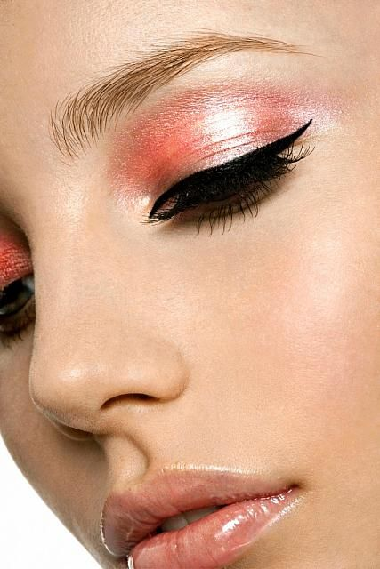Shimmery salmon pink eyeshadow with black eyeliner cat eye makeup