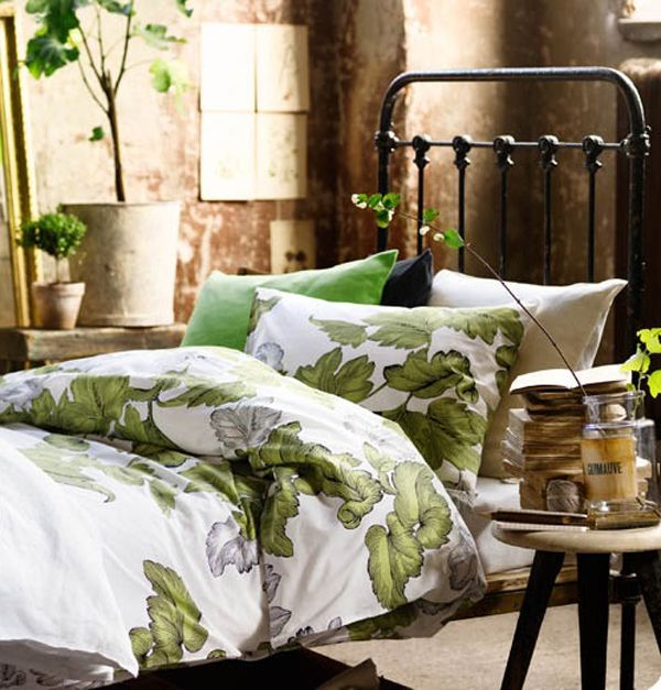Green Style Bedroom Decor. For plants' lovers. #duvetlife #beddingsets #bedroomdecor #bedroomstyle #flowersandnature