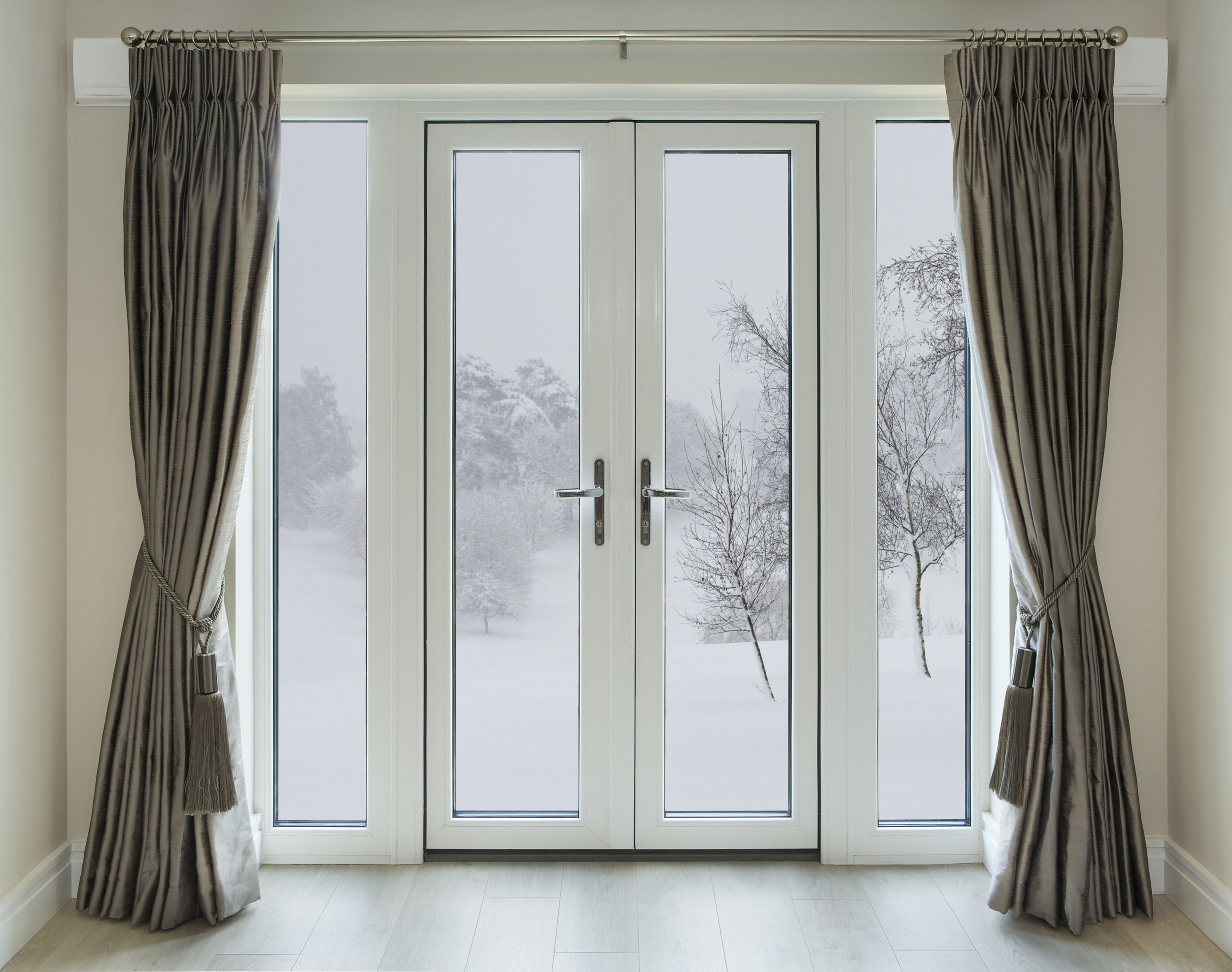 Type Of Curtain Can Keep Your Home Warmer In The Winter Hanging