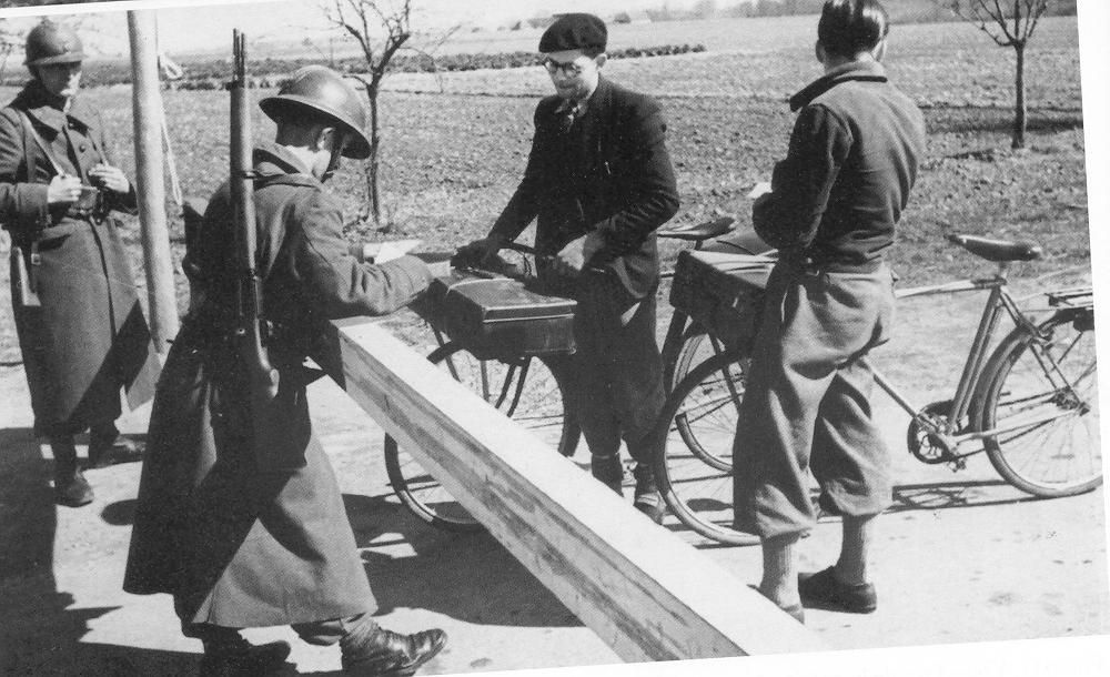 contrôle d'ausweis à Cormery 1940 | France