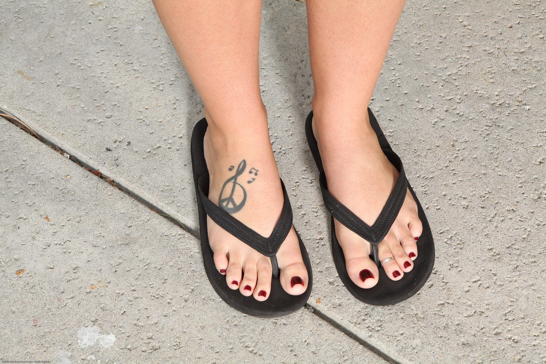 Alison-Tyler-Feet-1493905.jpg 3,000×2,000 pixels | ss