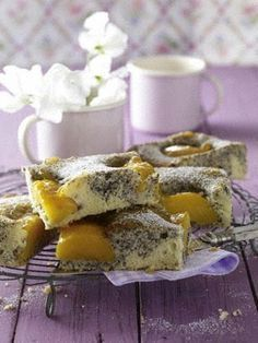Das Rezept für Pfirsich-Mohn-Kuchen vom Blech und weitere kostenlose Rezepte auf LECKER.de