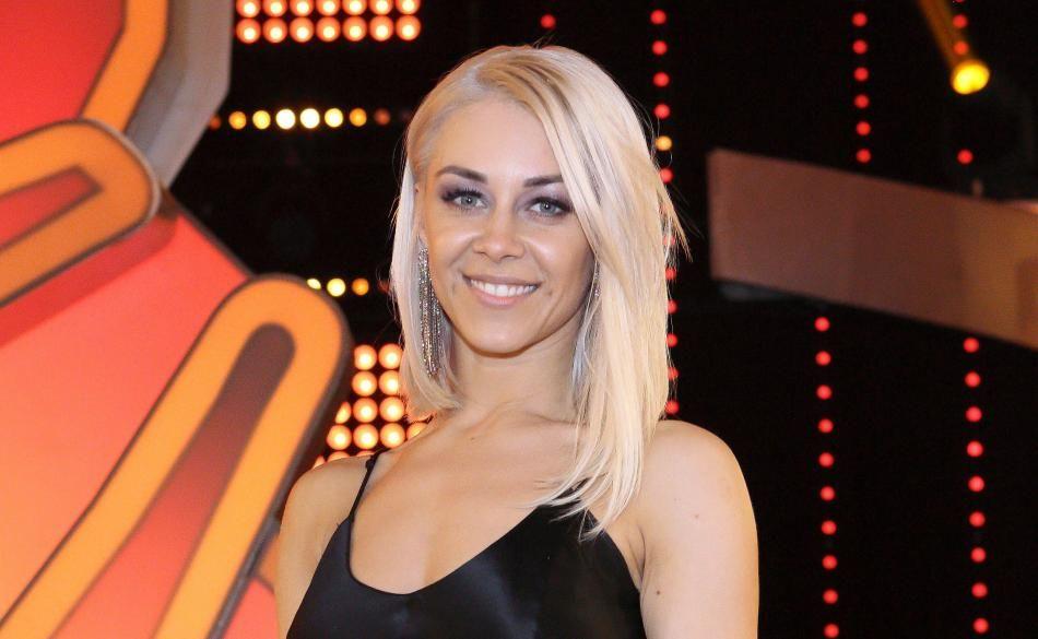 Oana Nechiti Blond
