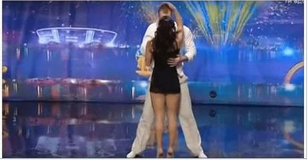 El baile es algo realmente asombroso, ya que nos permite expresar o vivir instantes donde simplemente te olvidas de tu alrededor, es una sensación única. Por eso, la historia que hoy te traemos es la conexión que nos transmite esta pareja donde deja a todos asombrados, cuando realizan un baile realmente espectacular. Esta pareja se …