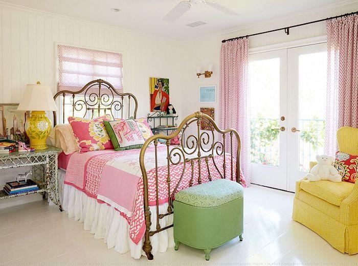 schlafzimmer im shabby chic stil, bett im retro stil, rosa ...